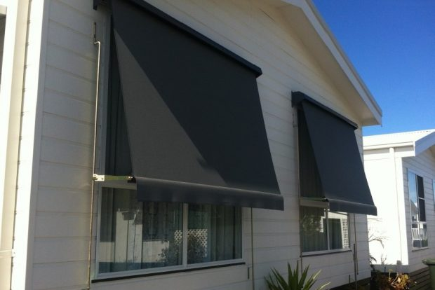 Automatic awning w straight valance